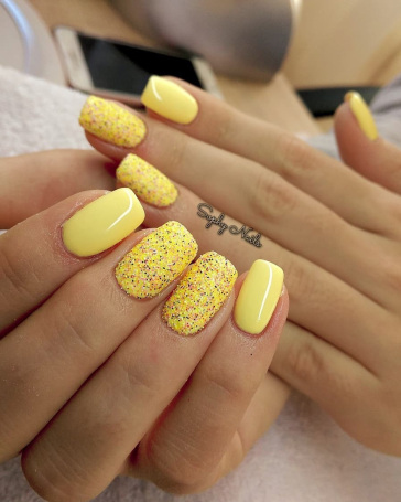 Yellow Nails Short