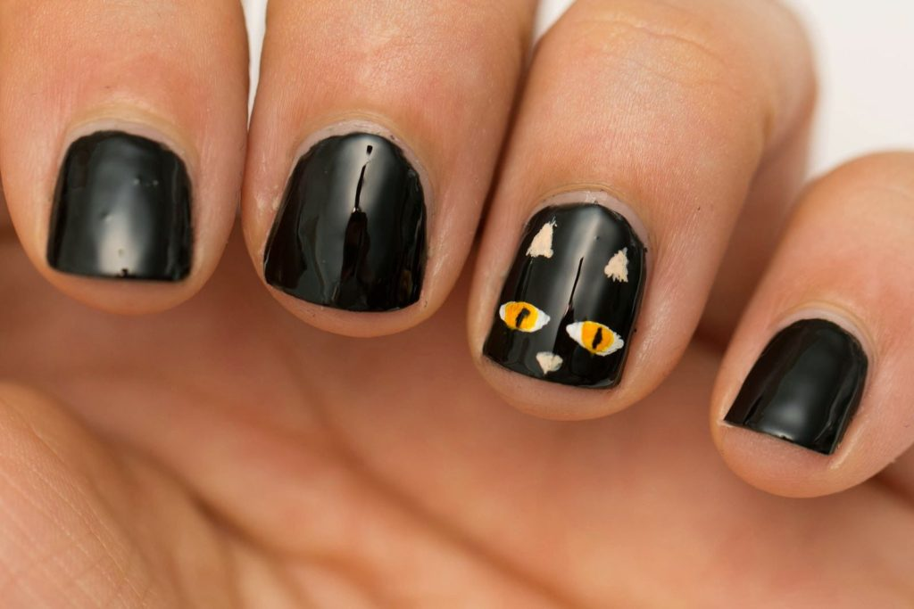 black cat halloween nails