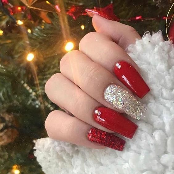 Christmas nails red and sliver glitter  design