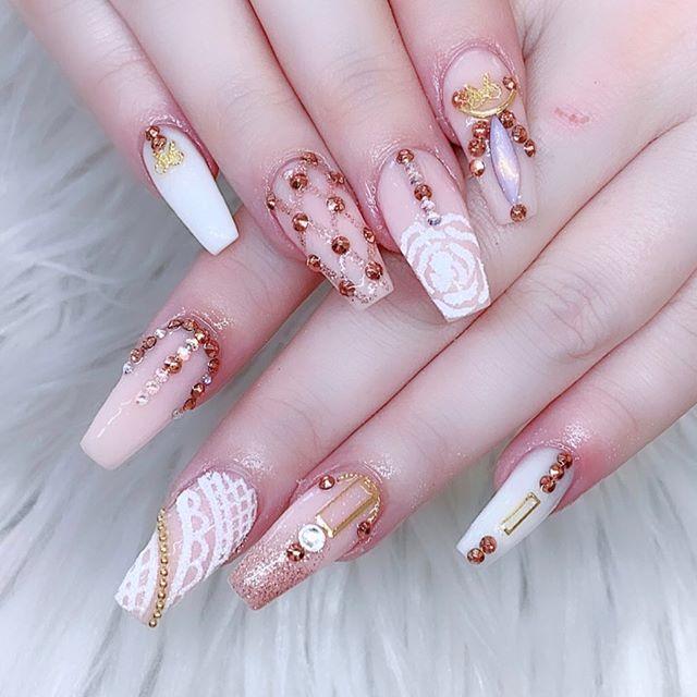 Medium nails With Rhinestones
