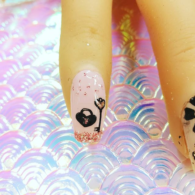 Black and Pink Nails with glitter tips